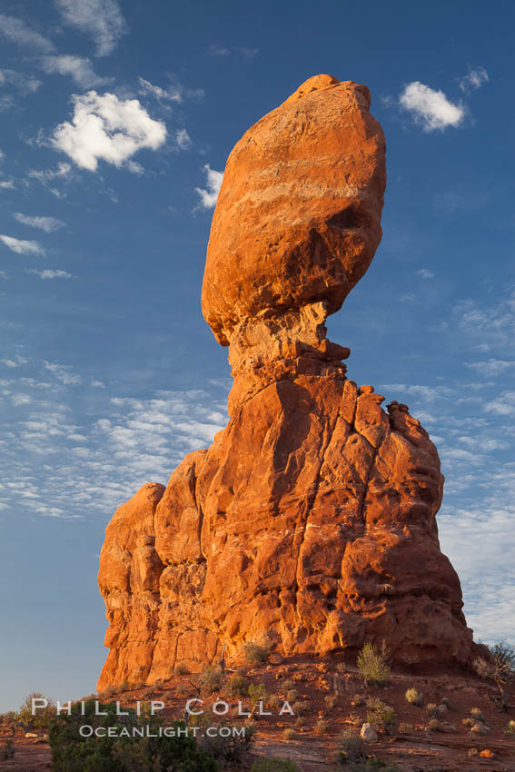 Balanced Rock, a narrow sandstone tower, appears poised to topple. Arches National Park, Utah, USA, natural history stock photograph, photo id 27839