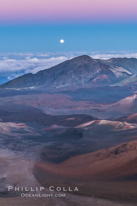 Full Moon and Earth Shadow over Haleakala crater, Maui, Hawaii.  The dark band on the horizon is the shadow of the earth, while the lighter pink band is atmosphere that is still lit by the setting sun. USA, natural history stock photograph, photo id 34517