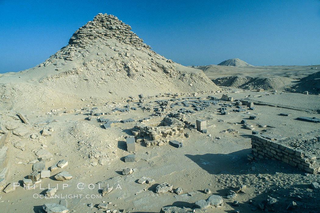 Pyramid of Userkaf. Saqqara, Egypt, natural history stock photograph, photo id 02574