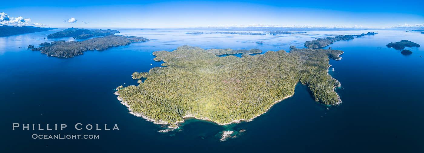 Image 34479, Hurst Island, Balaklava Island (left) and Gods Pocket Provincial Park, aerial photo. Gods Pocket Provincial Park, Vancouver Island, British Columbia, Canada