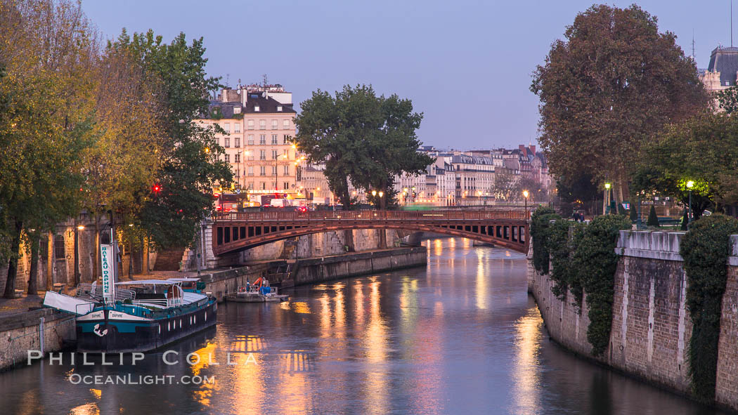 Ile de la Cite, one of two remaining natural islands in the Seine within the city of Paris It is the center of Paris and the location where the medieval city was refounded. France, natural history stock photograph, photo id 28211