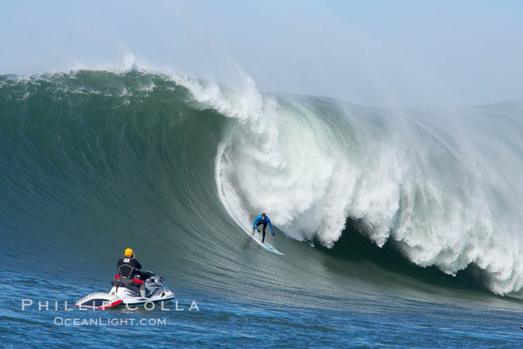 Grant Washburn (fifth place) gives the jetski photographer a show in the early rounds of the Mavericks surf contest, February 7, 2006. Half Moon Bay, California, USA, natural history stock photograph, photo id 15309