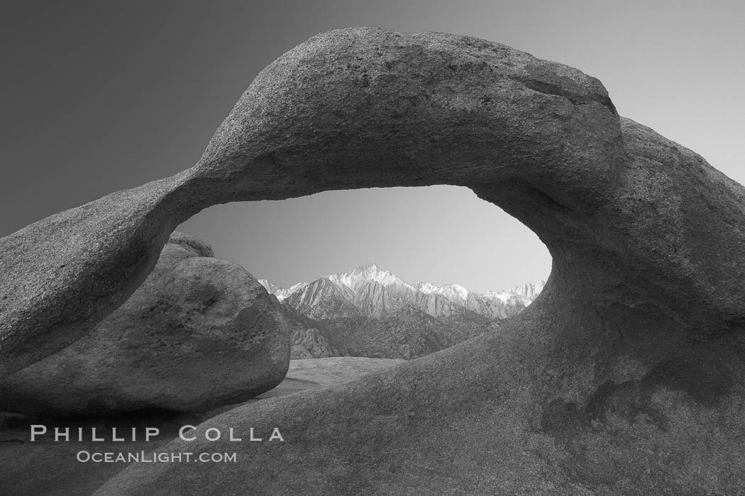Moebius Arch, a natural rock arch found amid the spectacular granite and metamorphose stone formations of the Alabama Hills, near the eastern Sierra town of Lone Pine. Alabama Hills Recreational Area, California, USA, natural history stock photograph, photo id 21755