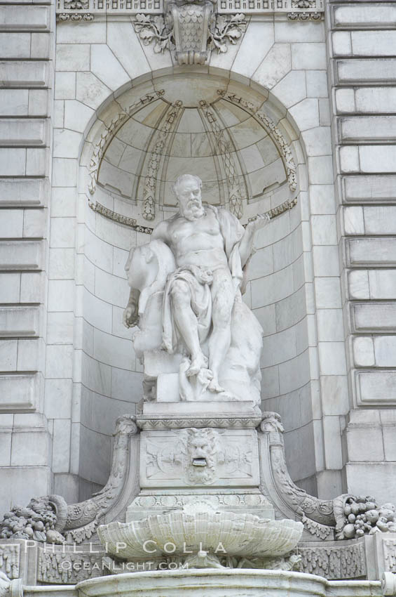 Statue at entrance to New York City Public Library. Manhattan, USA, natural history stock photograph, photo id 11158