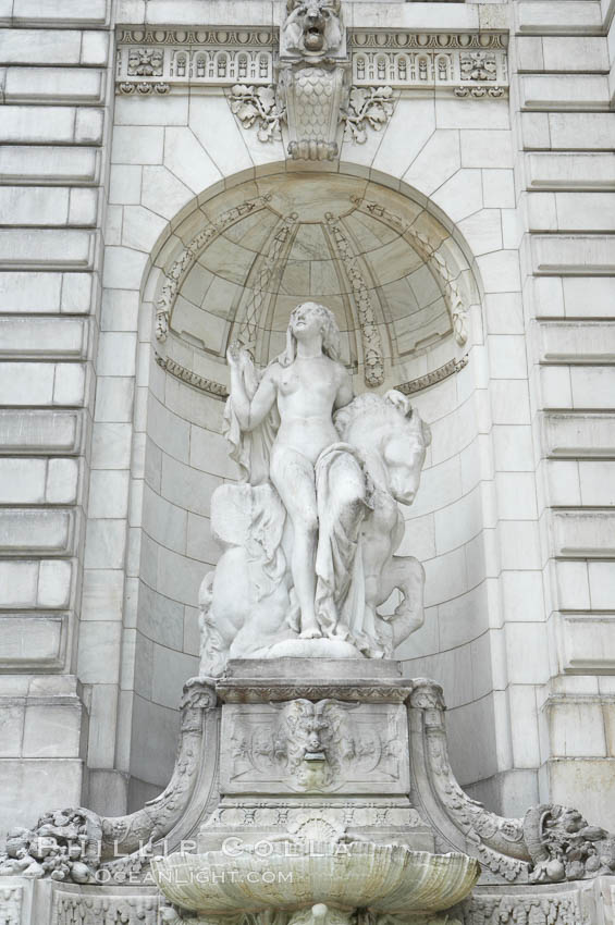 Statue at entrance to New York City Public Library. Manhattan, New York City, New York, USA, natural history stock photograph, photo id 11159