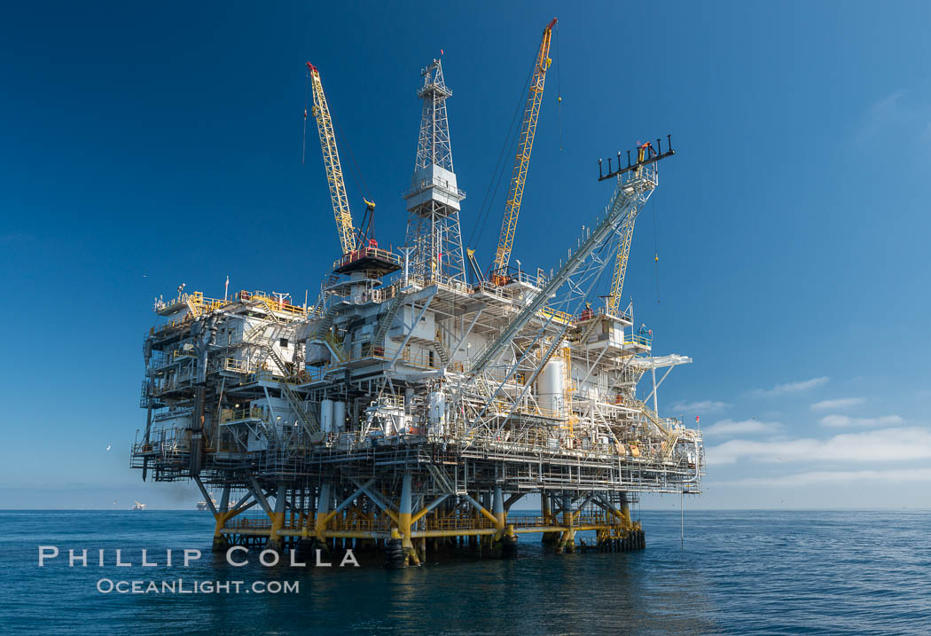Oil Rig Eureka, 8.5 miles off Long Beach, California, lies in 720' of water. USA, natural history stock photograph, photo id 31094