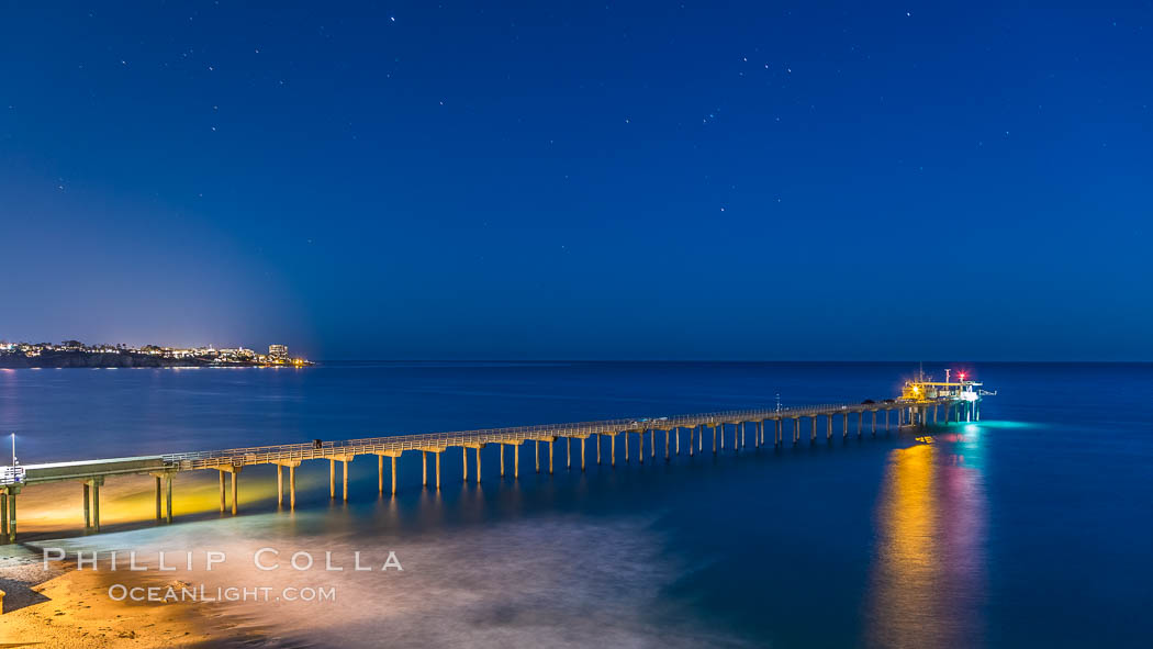 Scripps Institution of Oceanography Research Pier at night, lit with stars in the sky, old La Jolla town in the distance. Scripps Institution of Oceanography, La Jolla, California, USA, natural history stock photograph, photo id 28451