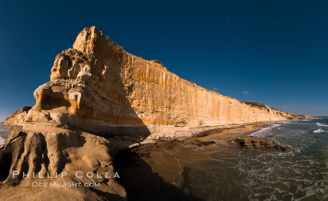 Torrey Pines bluffs, sea cliffs that rise above the Pacific Ocean, extending south towards Black's Beach and La Jolla. Torrey Pines State Reserve, San Diego, California, USA, natural history stock photograph, photo id 26789
