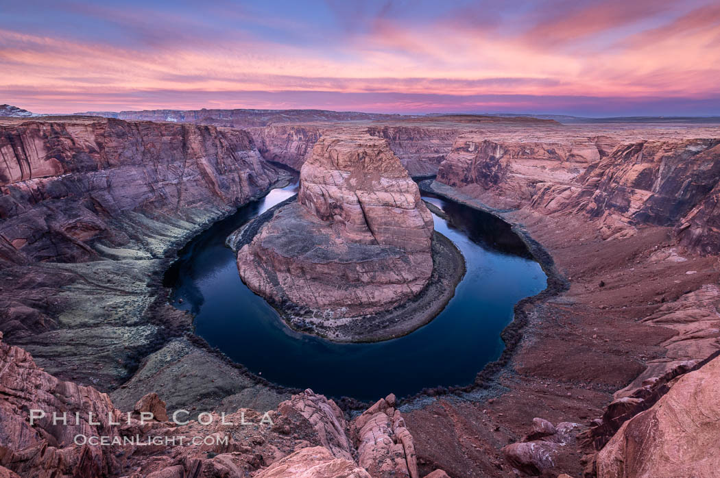 Spectacular Horseshoe Bend sunrise. The Colorado River makes a 180-degree turn at Horseshoe Bend. Here the river has eroded the Navajo sandstone for eons, digging a canyon 1100-feet deep, Page, Arizona