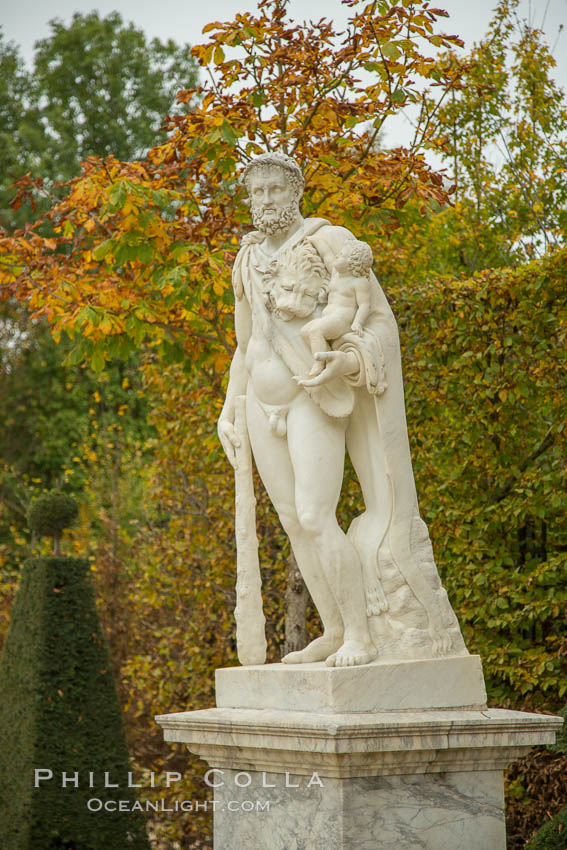 Statue, Chateau de Versailles. Paris, France, natural history stock photograph, photo id 28251