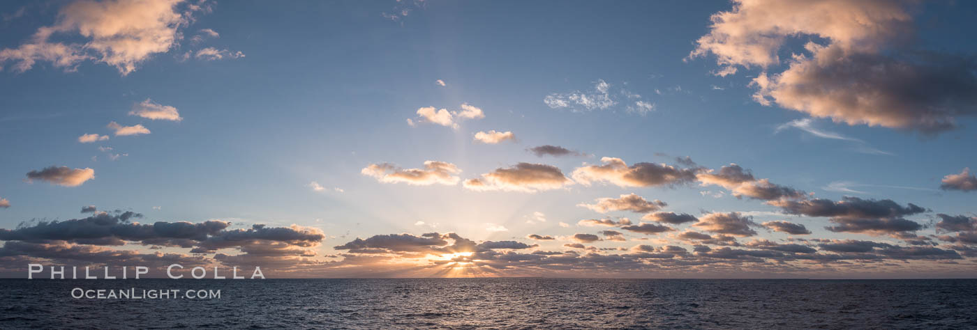 Sunrise over the Pacific Ocean en Route to Clipperton Island. France, natural history stock photograph, photo id 33107