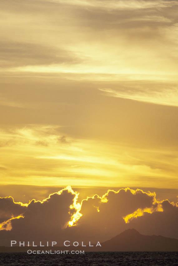 Clouds and sunlight. Maui, Hawaii, USA, natural history stock photograph, photo id 05644