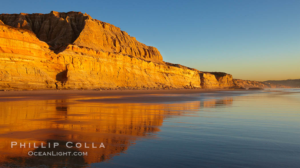 Torrey Pines State Beach, sandstone cliffs rise above the beach at Torrey Pines State Reserve. San Diego, California, USA, natural history stock photograph, photo id 22435