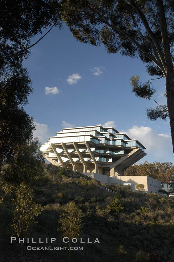 UCSD Library (Geisel Library, UCSD Central Library). University of California, San Diego, La Jolla, USA, natural history stock photograph, photo id 06456