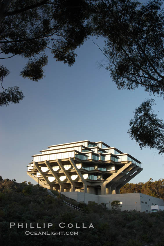 UCSD Library (Geisel Library, UCSD Central Library). University of California, San Diego, La Jolla, USA, natural history stock photograph, photo id 06455